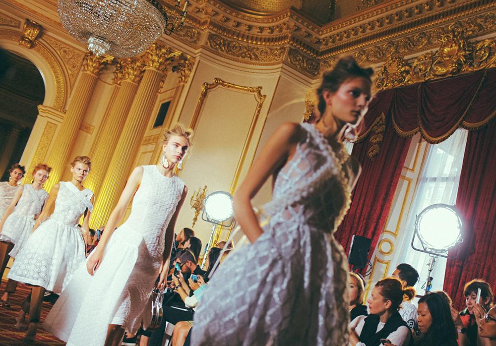Blog mode, vetements fashion, fashion blog -SIMONE ROCHA - SPRING 2016 RUNWAY - 0